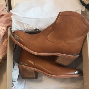 Spell and the Gypsy Desert Rose Boots Sz 39
